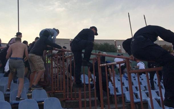 В Херсоне футбольные ультрас подрались с полицией