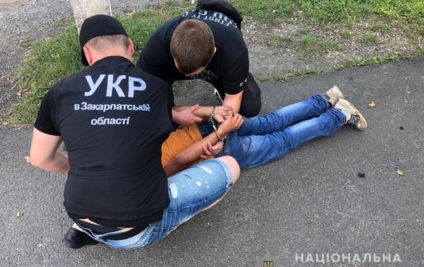В Ужгороде задержали подростка с пистолетом, ограбившего АЗС