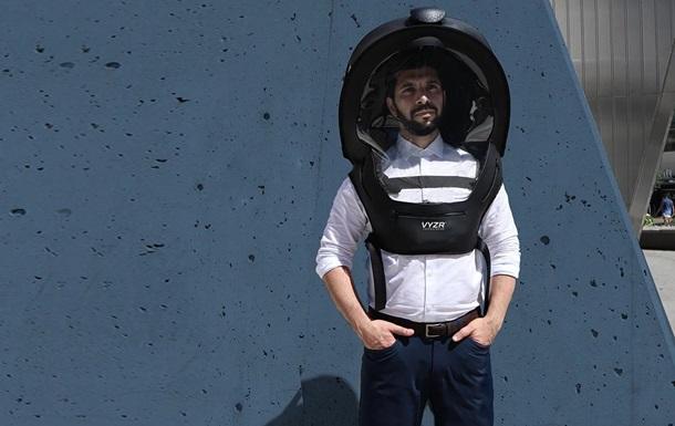 В Канаде начались продажи антиковидных шлемов